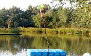 Kamp Sziki - jezero sa splavom za igru